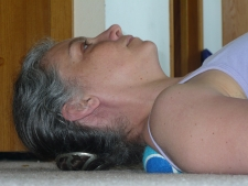 Self back massage with tennis ball--trigger point pressure